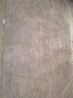 Cream colour bath mats 2