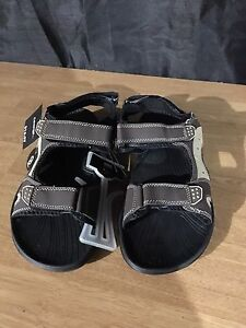 Sandals size 9 - New