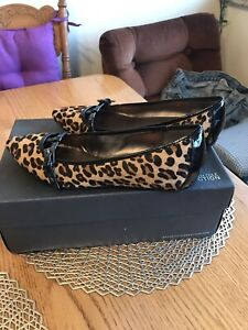 Woman's size 7 faux fur leopard shoes