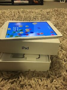 iPad Air wifi & cellular both working perfectly Everton Hills Brisbane North West Preview
