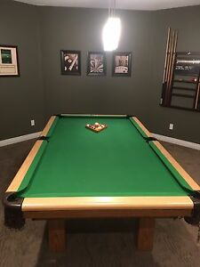 Dufferin Pool Table & Cue Rack for Sale!!