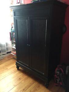 Grosse armoire télé en bois négociable