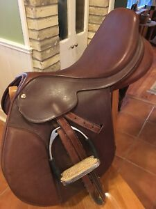 "16"" Collegiate Saddle"