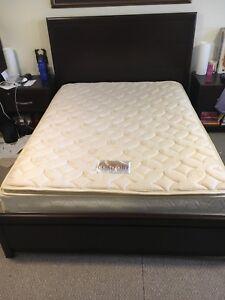 Queen bed 750$ obo