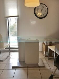 Glass table white/ table en verre blanc