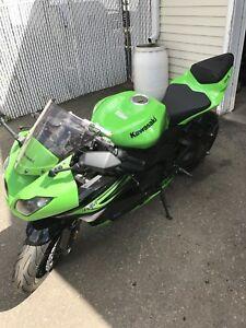 2011 Kawasaki ninja zx6r Absolutely mint new tires low Kms!