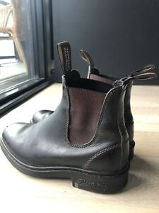 Women's BLUNDSTONE Chisel Toe in Brown Size 4 or Canadian Size 7