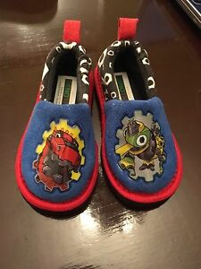 Toddler 5/6 slippers - brand new - dinotrucks