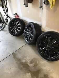 "17"" 205/45/17.  OEM with runflats"