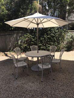 Cast aluminium outdoor set with umbrella
