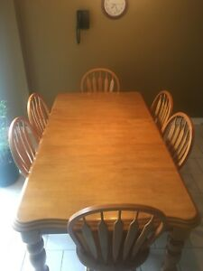 Solid wood 6 seat extendable dinning  room / kitchen table