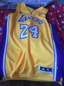 Size L lakers jersey