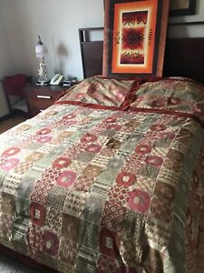 Quilt bedcover / couvre-lit quilt