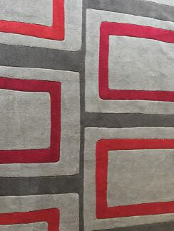 Rug grey and red