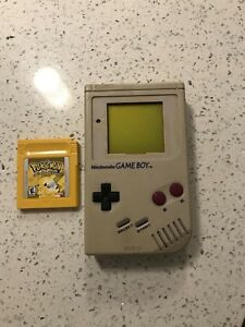 Original Gameboy and Pokémon Yellow