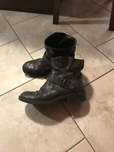 Ladies boots. Size 8.5   In great condition.