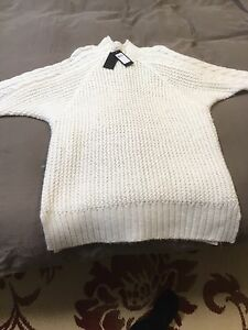 MED. GUESS SWEATER