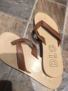 Size 7 new dlg sandals