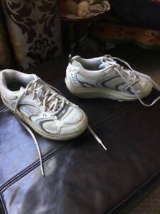 Ladies size 7.5 sketchers. Lightly worn, excellent condition