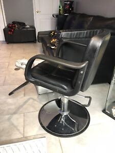 Hairstylist / barber chair