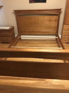 Queen size wood bed Frame brandy Color