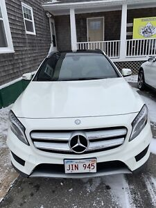 Mercedes GLA250 4matic 2015 with 2 year MB warranty+new tires