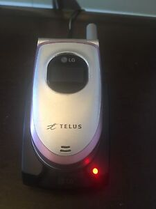 LG flip phone with charger