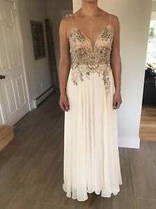 PROM DRESS NEVER WORN