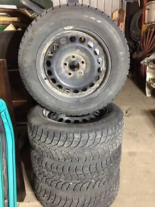 Winter Claw 215/60R16 radial tires