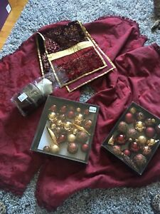 Burgundy and gold Christmas theme complete set