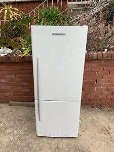 Fisher&paykel 400L bottom mount fridge new like condition