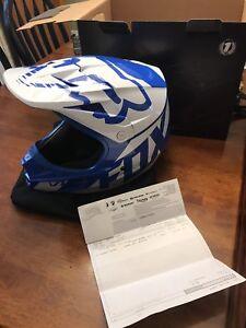 Medium Fox Racing V1 Helmet (NEVER WORN)