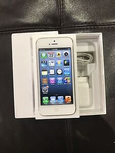 LIKE NEW APPLE IPHONE 5 16GB WHITE UNLOCKED QUICK SALE Liverpool Liverpool Area Preview