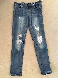 Women's size 6 boyfriend jeans.