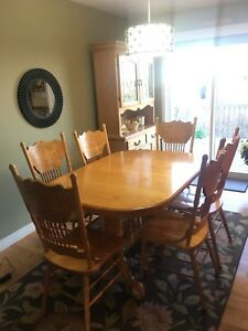 Solid Oak Kitchen Table, Chairs, Buffet & Hutch
