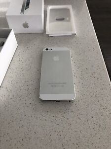 iPhone 5 - white - 16GB - Bell - new battery