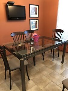 Used kitchen/dining room  table - like new