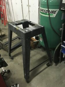 Rolling tool stand