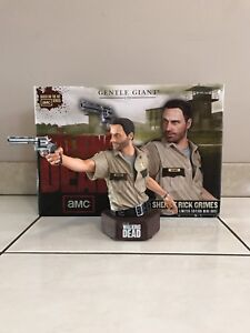 THE WALKING DEAD RICK GRIMES LIMITED EDITION MINI BUST FIGURE