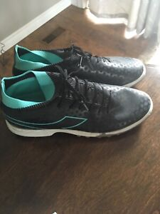 Ladies soccer shoes