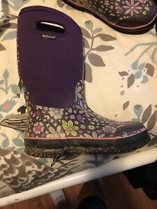 Girls BOGS boots size 5