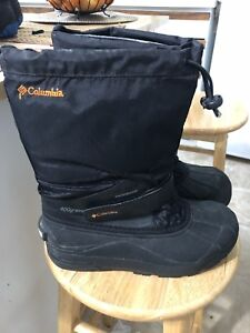 EUC youth boy Size 5 Columbia boots