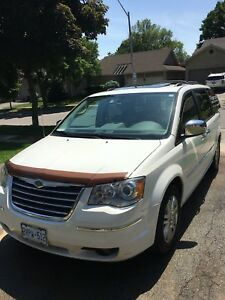 2009 town and country great condition very clean