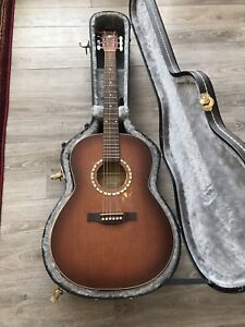 Art & Lutherie acoustic guitar and case