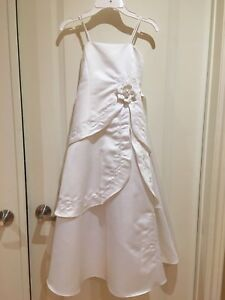 Stunning First Communion/Flower Girl Size 8 dress