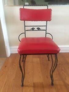 Belle chaise antique en fer forgé