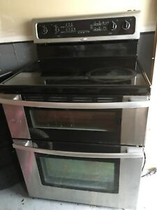 Whirlpool electric Double Oven Range / electric stove -sold