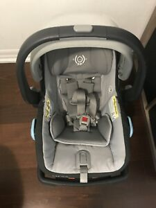 Uppababy Mesa car seat with base