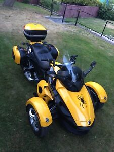 2009 Can Am Spyder with extra