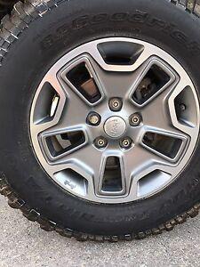 Mag et pneu de jeep wrangler rubicon état neuf